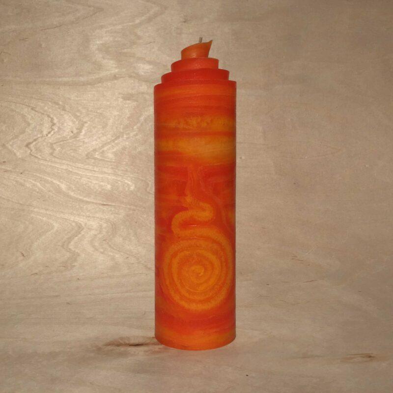 handgemachte orange gerollte Streifen Kerze mit Spirale