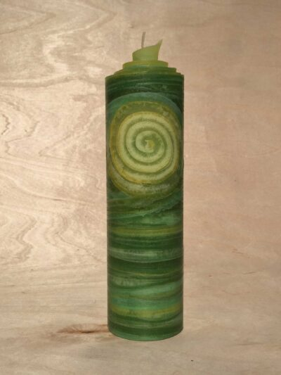 handgemachte grüne gerollte Streifen Kerze mit Spirale