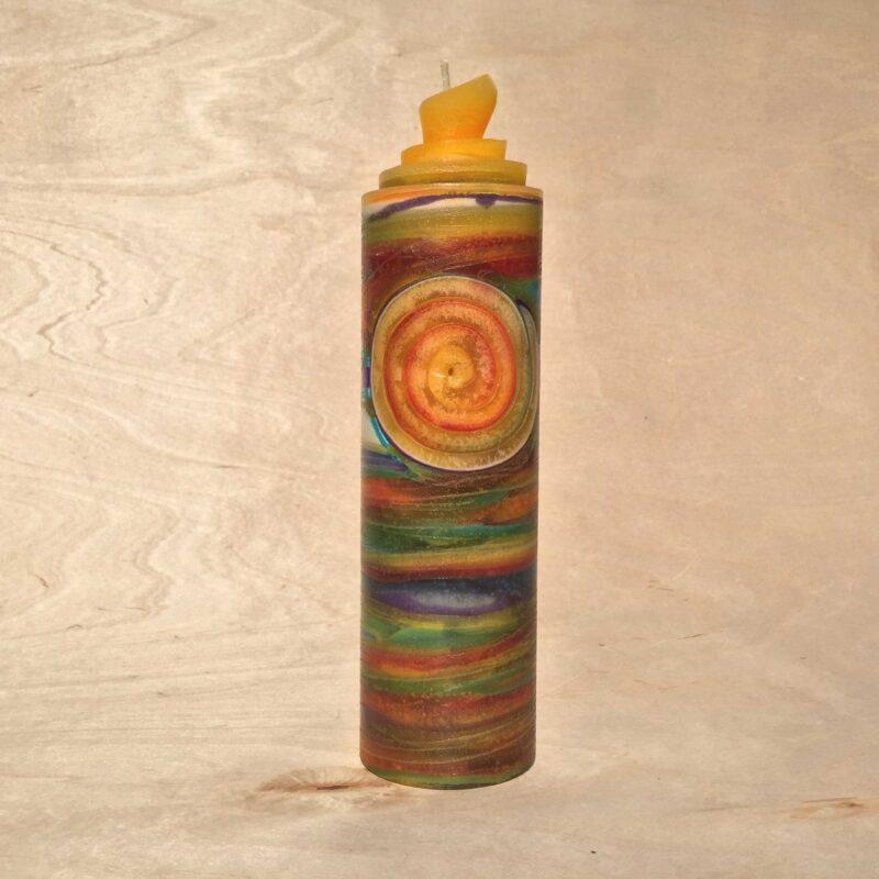 handgemachte bunte gerollte Streifen Kerze mit Spirale