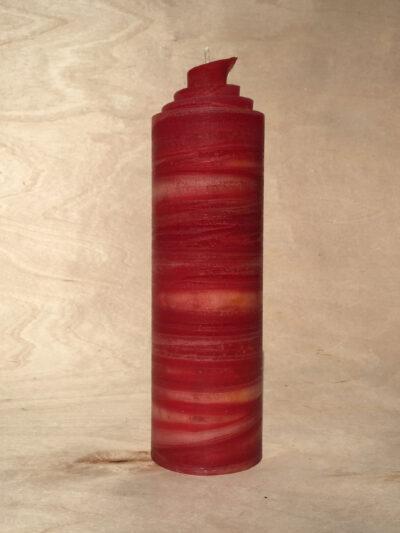 handgemachte rote gerollte Streifen Kerze