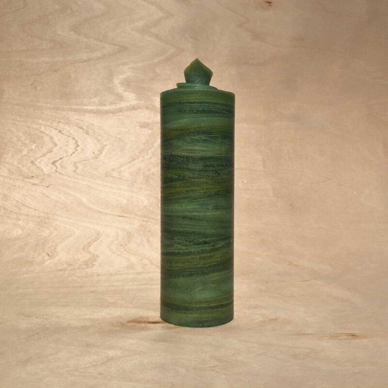 handgemachte dunkelgrüne gerollte Streifen Kerze