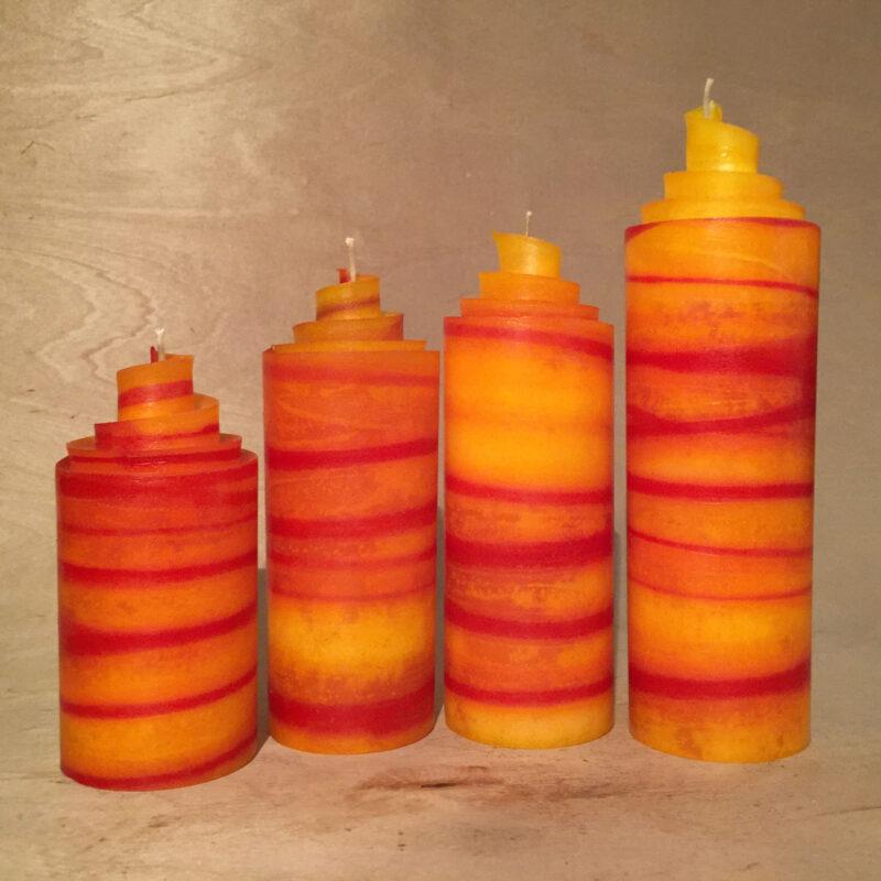 orange rote Adventskerzen