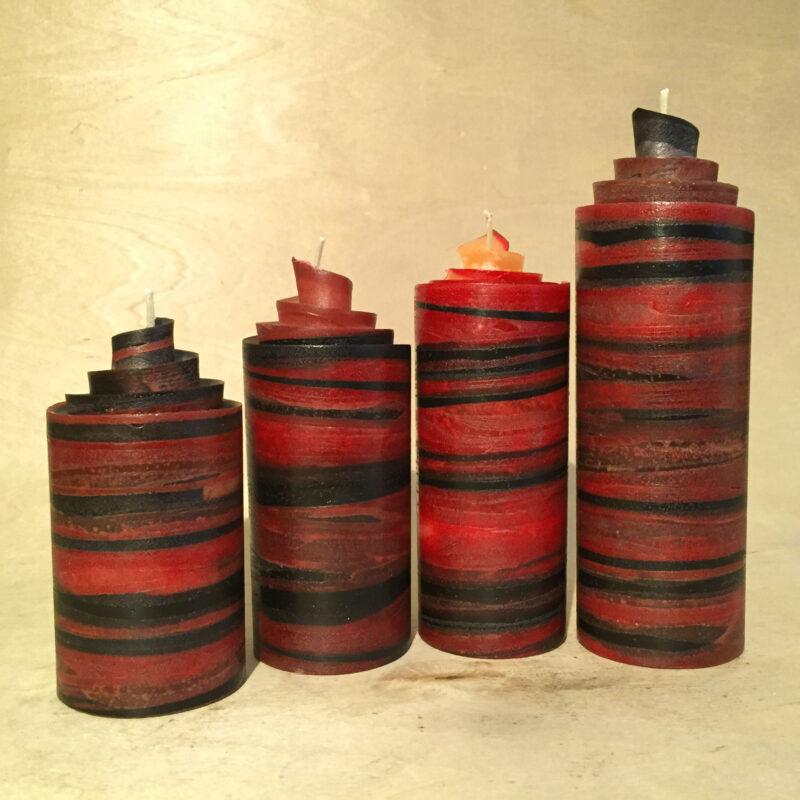 rot schwarze Adventskerzen