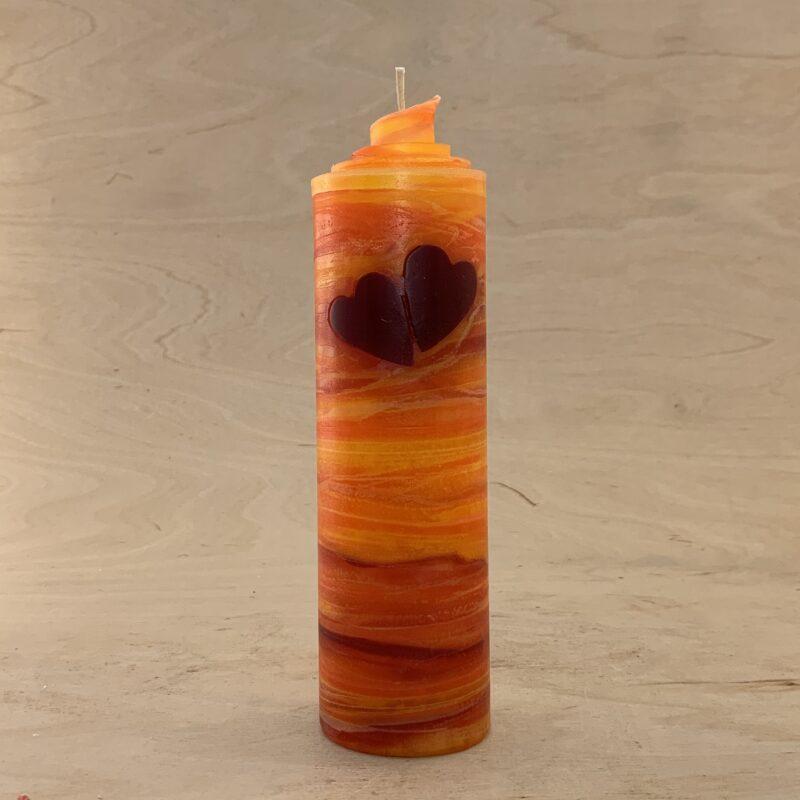 Valentinskerze mit zwei Herzen